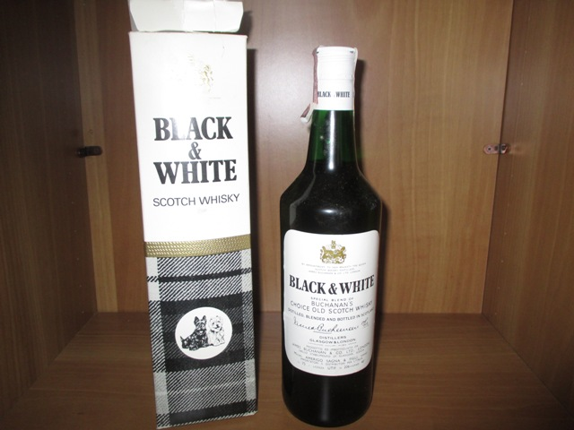 Black & White Buchanan\'s old bottle